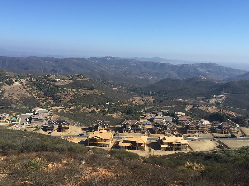 san-elijo-hills-community-with-houses-being-developed