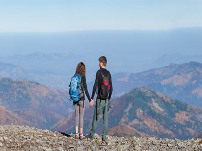 Couple-on-top-of-the-mountain