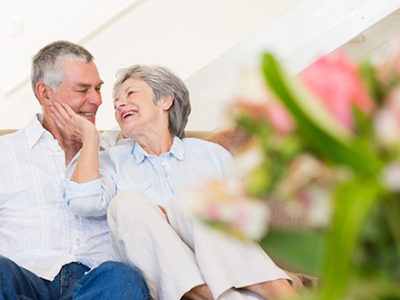 retired-couple-smiling